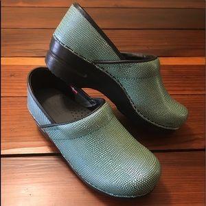 Sanita signature prof. Turquoise leather clog